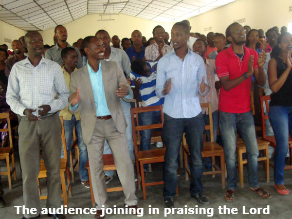 ULK_Gis_Audience_joining_in_praising_the_Lord.jpg