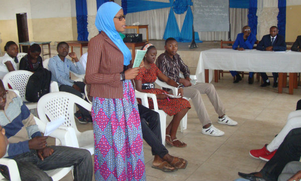 Trainees proving the­ir progress in Engli­sh through debates